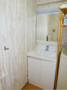 ウッド調の洗面スペース