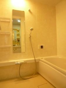 アロマブラウン柄であたたかい雰囲気の浴室にリフォーム