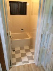 タイル貼りの浴室をパネルでユニットバス風に