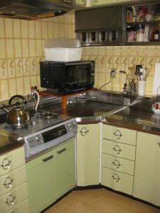 キッチン ラクエラ グロスウッドチョコ Before