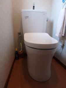 オート開閉機能があるトイレ ピュアレストQR