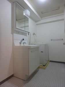 ホワイトで統一した洗面脱衣所